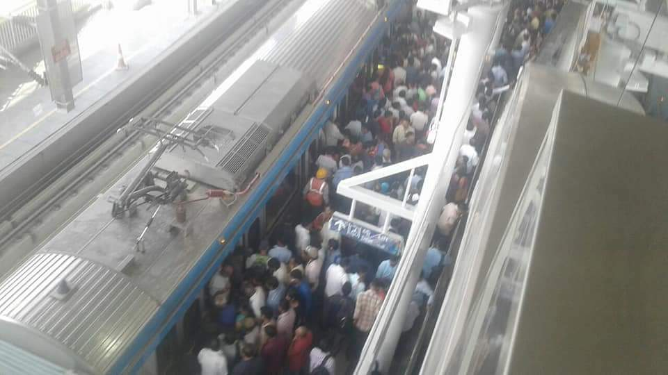 *Hyderabad Metrorail station from erragadda to ameerpet....heavy rush seen on first day.....