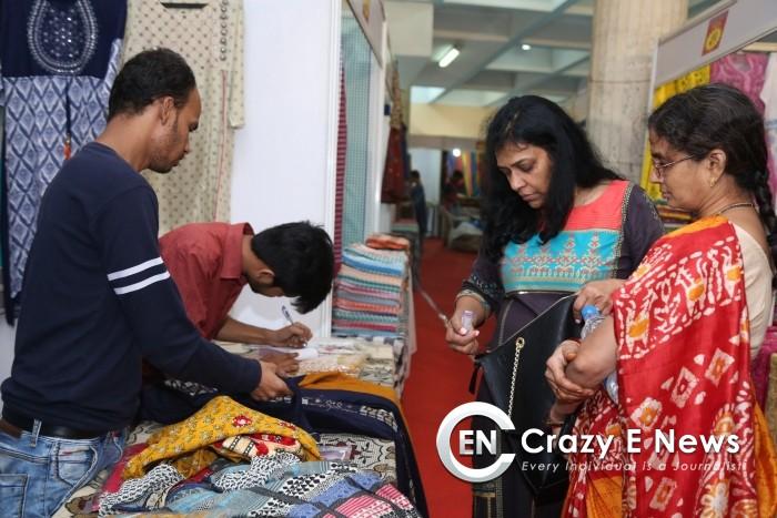 Actrs Afia Bharadwaj & Aliya Abraham Inaugurates Kala Silk Handloom Expo