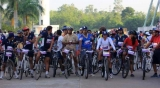 "FMCT cycled 5 kms to promote ""Handloom Monday"" in the IT industry"